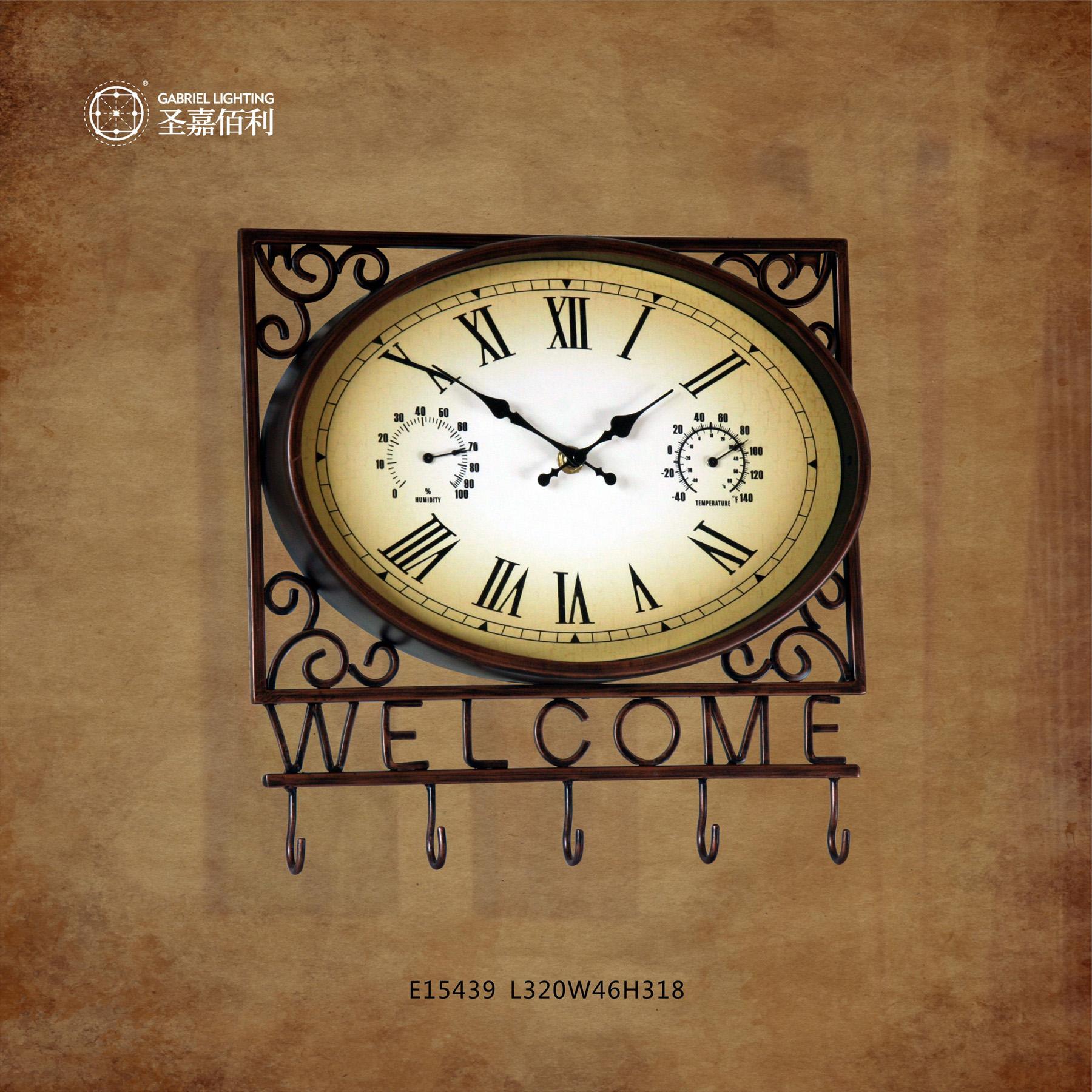 欧式钟表的铜质才质具有欧式复古的风格,体现了欧式的贵族与神秘气息~~成为独树一帜的古典气韵。其钟表上的罗马数字尊贵典雅,标志着一种古代文明的进步。